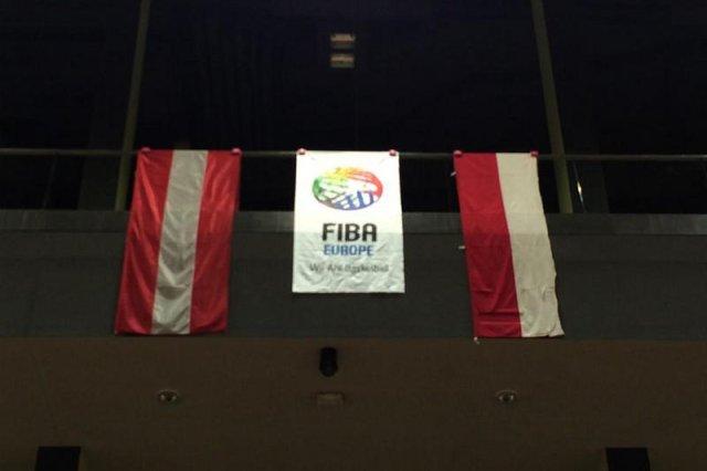 Profanacja polskiej flagi przez Austriaków. Ze swojej wycieli biało-czerwoną