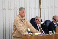 Senator Jan Rulewski wygłosił niezwykle przejmujące przemówienie. Bohater walki z PRL apelował o zatrzymanie działań PiS we więziennym drelichu, który dano mu w komunistycznym więzieniu.