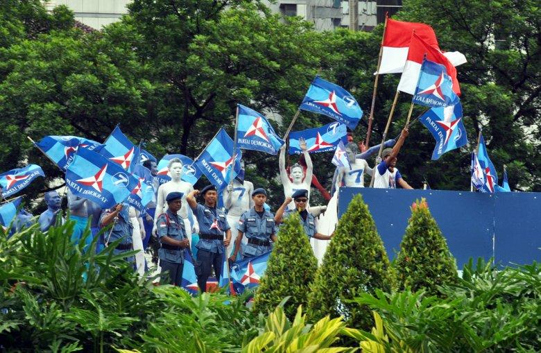 Sceny z ulic Jakarty.Kampania wyborcza w toku.