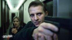 """Szymon Piotr Warszawski w serialu """"Belfer"""" wciela się w rolę oficera CBŚP, Radosława Kędzierskiego. Kadr z serialu."""