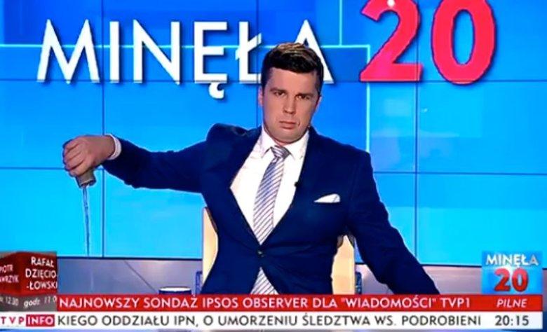 Michał Rachoń na antenie TVP Info wylał napój Tiger