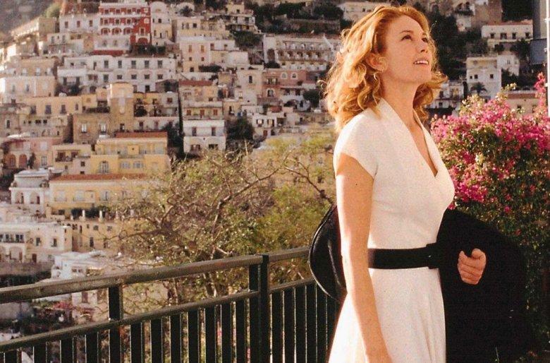 """Frances (Diane Lane), bohaterka filmu """"Pod słońcem Toskanii"""" (2003). Tutaj akurat pod słońcem Kampanii, a konkretniej w Positano"""
