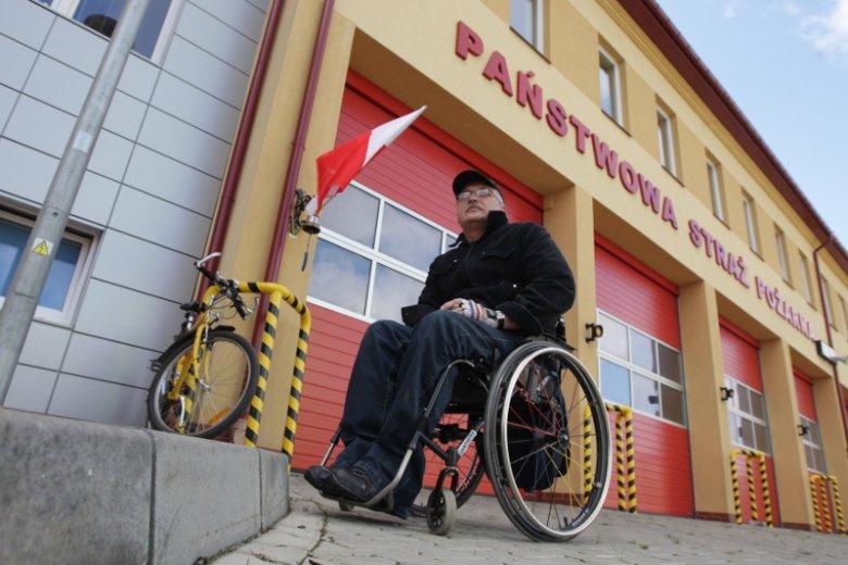 PiS chce odebrać prawo do głosowania korespondencyjnego osobom niepełnosprawnym. Na zdjęciu Henryk Wójcik z Kielc, który w 2011 r. musiał zrezygnować z głosowania, bo jego lokal wyborczy w budynku Straży Pożarnej mieścił się na 2 piętrze i wejście było mo