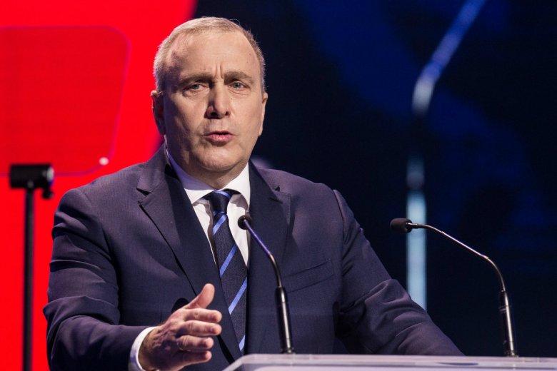 Grzegorz Schetyna pokazał w Gdańsku na konwencji PO liczby, które mają świadczyć o losach tuczników pod rządami PiS od 2015 roku.