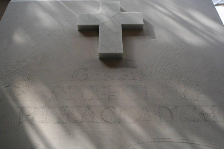Cmentarz Północny w Warszawie, Grób Dzieci Utraconych w pracowni rzeźby