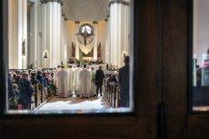 Jak zachowywać siępodczas mszy świętej w parafii w Dobrzechowie? Instrukcja