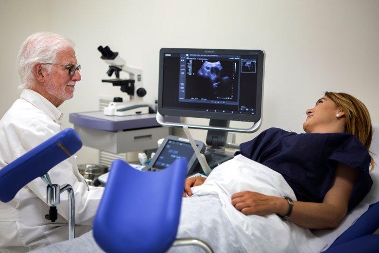 Około 20 procent pracowników to kobiety. Zadbano nawet o to, żeby mogły regularnie chodzić do ginekologa.