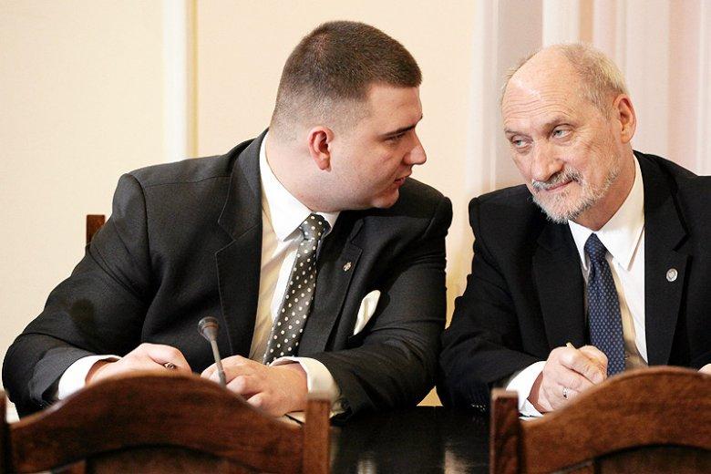 """Po ujawnieniu """"nowych ustaleń"""" związanych z wybuchem na pokładzie Tu-154M Bartłomiej Misiewicz ma powody do zadowolenia. On takie teorie wygłaszał już ponad rok temu."""