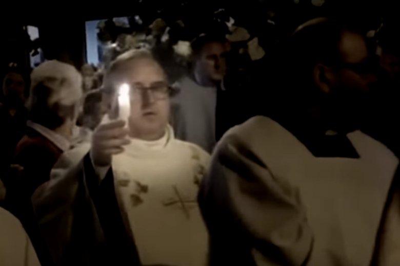 Ks. Andrzej Skarżyński, mimo ciążących na nim zarzutów, wciąż jest widywany na uroczystościach religijnych.