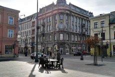 W Piotrkowskiej bardzo łatwo zauważyć potencjał. Niestety zbyt często zmarnowany.
