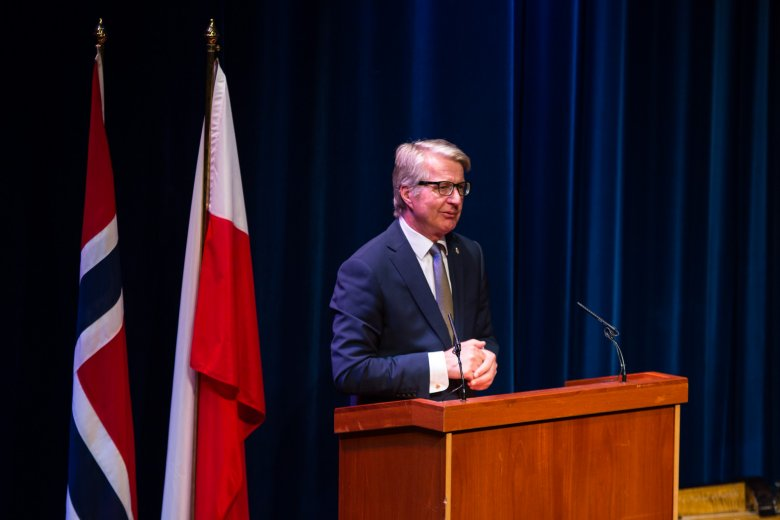 """Burmistrz Oslo Fabian Stang na gali finałowej konkursu """"Wybity Polak"""" w Norwegii 2015"""