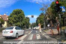 Nagranie udostępnione przez gdańską drogówkę pokazuje skrajną bezmyślność polskich kierowców.