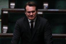 Kim był dziadek Dominika Tarczyńskiego? Europoseł PiS twierdzi, że bohaterem, zaś część internautów po lekturze jego teczki  IPN ocenia, że szmalcownikiem.