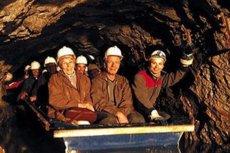 Uczestnicy wycieczki po kopalni złota.
