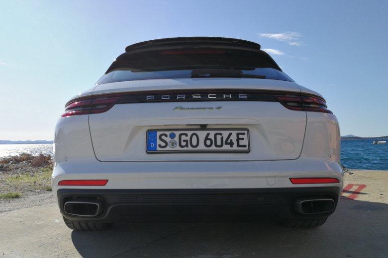 Tak Porsche Panamera Sport Turismo wygląda z tyłu.