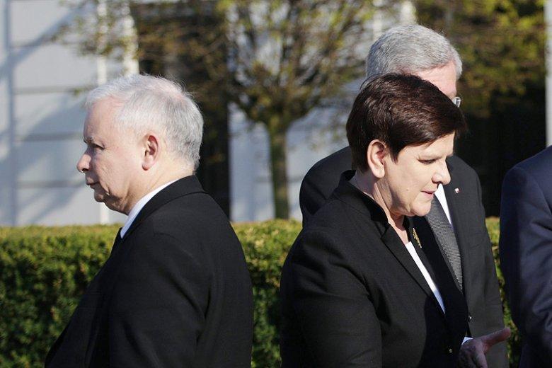 Wydaje się, iż PiS prze naprzód, ale bardzo możliwe, że Jarosław Kaczyński przygotowuje się do powtórki z 2007 roku. Czyli dokonanie kroku wstecz i pozbycia się problemów związanych ze sprawowaniem władzy przez PiS.