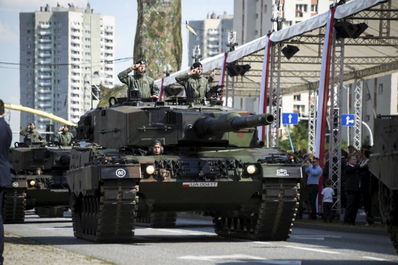 Żołnierze przyznają, że wojskowa rzeczywistość nie jest tak piękna i kolorowa, jak obrazki z defilady z okazji Święta Wojska Polskiego.