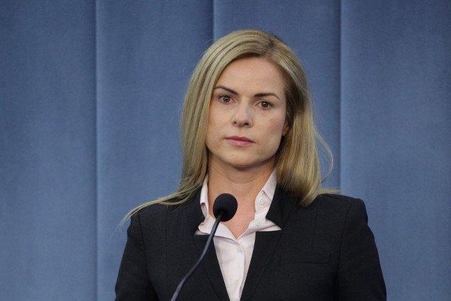 """Joanna Schmidt przeciwko wysyłaniu uczniów na """"Smoleńsk"""". Dzwoni do dyrektorów szkół."""