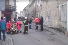Runęła prawie cała ściana frontowa kamienicy w Mirsku. Rannych zostało dziewięć osób. Był to prawdopodobnie wybuch gazu.