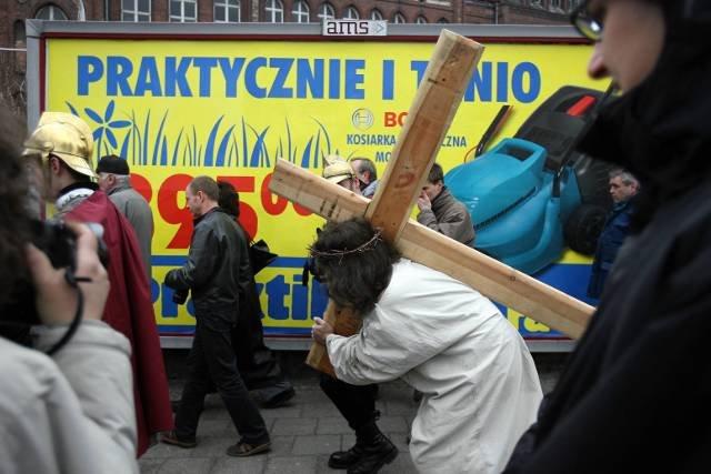 Według danych Narodowego Spisu Powszechnego 2011 GUS katolików w Polsce jest 87,58%. Na zdjęciu gdańska droga krzyżowa