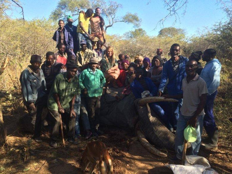 Kendall twierdzi, że przekazała mięso z zabitego słonia miejscowej ludności (na zdjęciu)