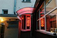 AMONDO Kino to najmniejsze kino w Warszawie. W jego sali mieści się 33 widzów