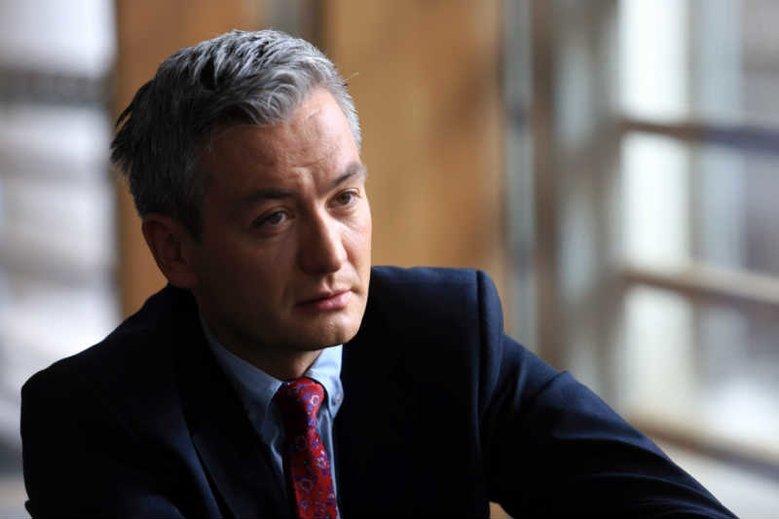 Czy Robert Biedroń słusznie odrzucił ofertę Koalicji Obywatelskiej? Najnowszy sondaż sugeruje, że chyba był to błąd.