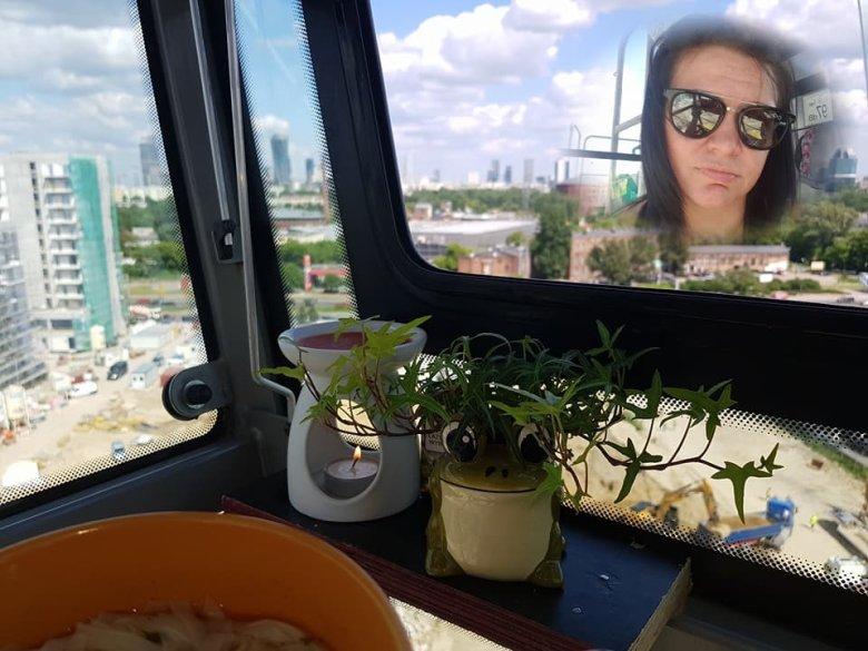 Agata od trzech lat jest operatorką żurawia wysokościowego.