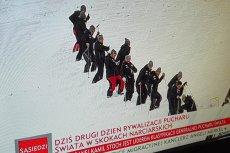 Wszyscy mówią o WOŚP, TVP Info stawia na ubijaczy śniegu w Wiśle.