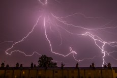 W Polsce w ciągu kolejnych dwóch dni zagrzmi i popada. IMGW wydało ostrzeżenia dla prawie wszystkich regionów kraju.