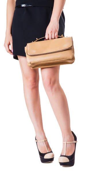289e249c71b58 Łączenie dwóch klasycznych kolorów butów i torebki jest jak najbardziej w  granicach dress code'u
