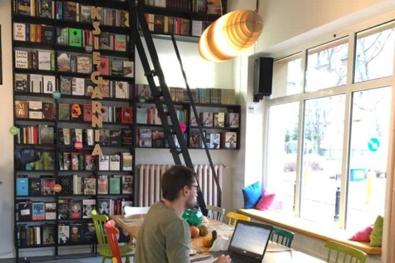 Jeśli pracujesz jako freelancer i często zabierasz komputer do kawiarni, to miejsce nadaje się do tego idealnie