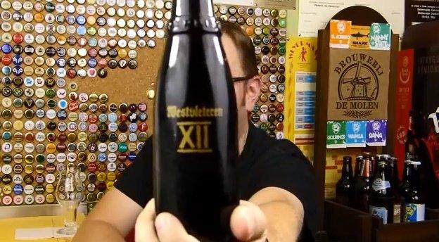 Słynna 12-tka z Westvleteren. Wg ratebeer.com najlepsze piwo na świecie. Skrzynka z 24 butelkami kosztuje zaledwie 40€. Jednak, aby je kupić trzeba dodzwonić się do opactwa i umówić na konkretną godzinę i modlić się aby było w sprzedaży.