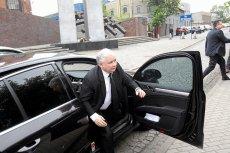 Jarosław Kaczyński nie ma prawa jazdy, więc zawsze ma szofera.