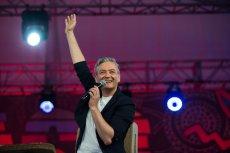 Zarówno radni PO, jak i radni PiS, krytykują Roberta Biedronia za udział w Przystanku Woodstock. Prezydent Słupska się broni.