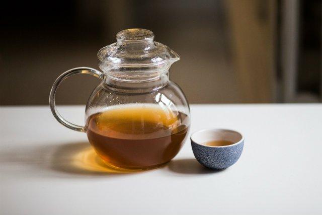 """Zielona herbata – japoński """"eliksir"""" młodości. Zawarte w niej antyoksydanty pomagają zachować młody wygląd skóry na bardzo długo"""