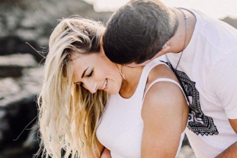 Kobiety uwielbiają pocałunki, również w szyję