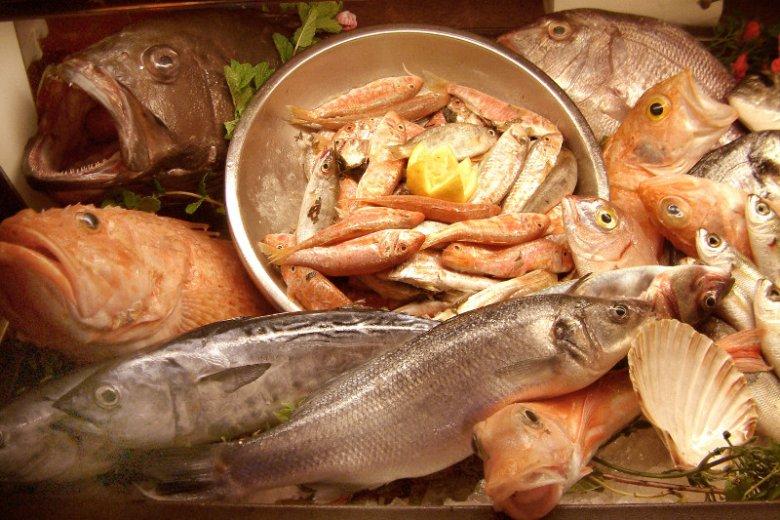 Co niedzielę Marsaxlokk, stara rybacka wioska na Malcie, organizuje targ rybny, który ściąga kupców z całej wyspy