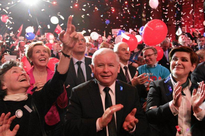 W  publicznej dyskusji wokół rekonstrukcji rządu absurd goni absurd. Czy prezes Kaczyński zastąpi premier Szydło?