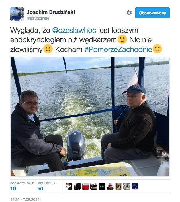 Joachim Brudziński przed rokiem wędkował z prezesem PiS , o czym poinformował na Twitterze.
