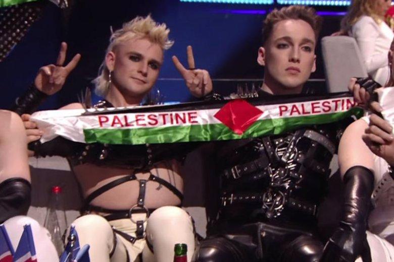 """Zespół Hatari zaprezentował szaliki z napisami """"Palestyna"""" w czasie Eurowizji."""