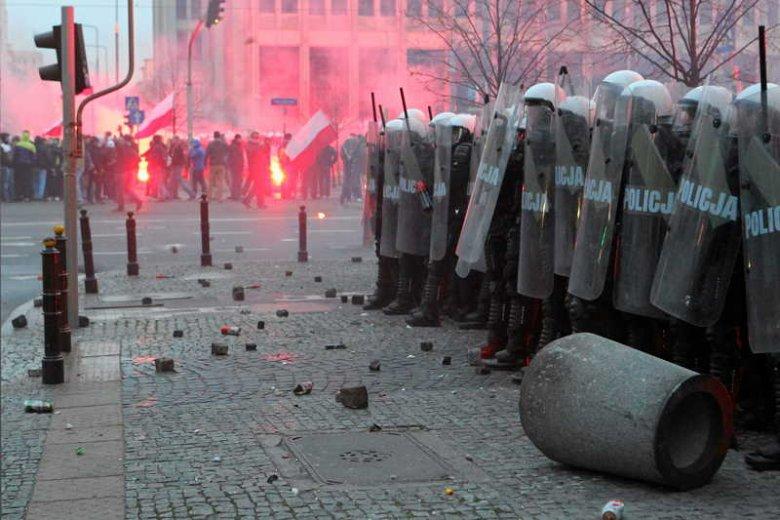 Starcia z policją podczas Marszu Niepodległości w Warszawie.