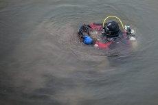 Nurkowie wydobyli nastolatków na powierzchnię.