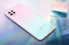 Z pomocą Huawei P40 lite, smartfona fotograficznego z potężną optyką, na którym można bezpłatnie zainstalować i korzystać z aplikacji nawigacyjnej AutoMapa, tegoroczne samochodowe podróże po Polsce będą o wiele łatwiejsze i przyjemniejsze