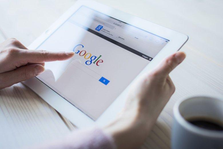 Zamiast chodzić do lekarza powszechnie leczymy się sami w internecie. Z 'Doktora Google' korzysta ponad połowa Polaków, a przecież najprężniejszą grupą użytkowników sieci w tym kraju są w kobiety pomiędzy 18 a 35 rokiem życia!