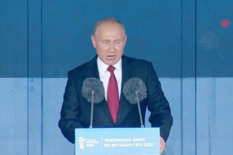Władimir Putin przemawia podczas otwarcia mistrzostw świata w Rosji.