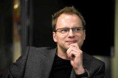Maciej Stuhr – żartował z PiS, teraz go atakują.