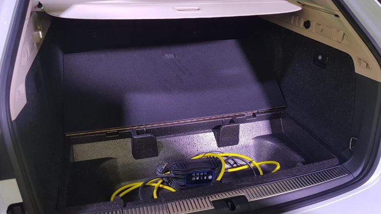 Kable do ładowania zajmują sporą cześć bagażnika w Citygo.