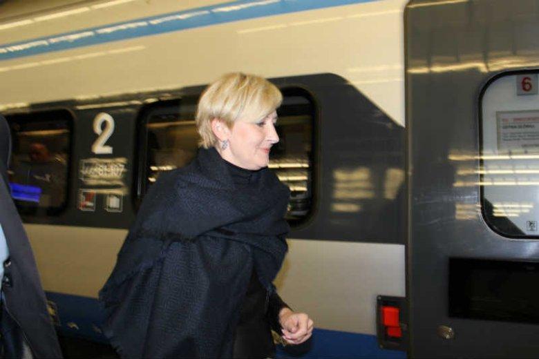 Tuż przed briefingiem Ewy Kopacz na Dworcu Centralnym pojawiła się Agata Duda.
