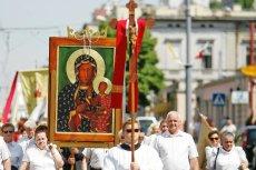 Procesja wiernych w święto Zielone Swiątki